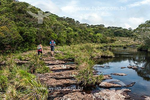 Casal na trilha do Cânion Fortaleza no Parque Nacional da Serra Geral  - Cambará do Sul - Rio Grande do Sul (RS) - Brasil