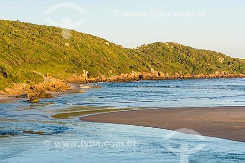 Vista do pôr do sol a partir da foz do Rio da Madre na Praia da Guarda do Embaú - Parque Estadual da Serra do Tabuleiro  - Palhoça - Santa Catarina (SC) - Brasil