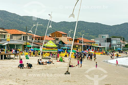 Banhistas na Praia de Moçambique  - Florianópolis - Santa Catarina (SC) - Brasil