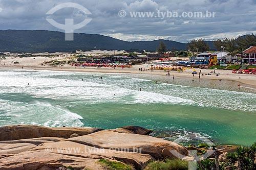 Vista da orla da Praia da Joaquina  - Florianópolis - Santa Catarina (SC) - Brasil