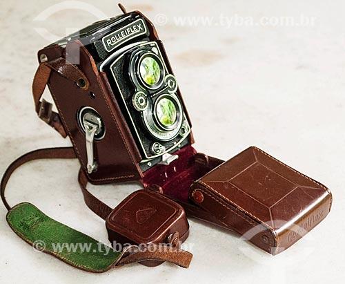 Detalhe de câmera fotográfica Rolleiflex 3,5