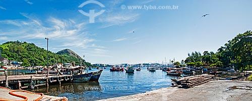Barcos ancorados na orla da Praia do Cais  - Niterói - Rio de Janeiro (RJ) - Brasil