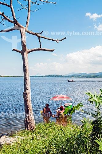 Casal na Lagoa de Guarapina  - Maricá - Rio de Janeiro (RJ) - Brasil