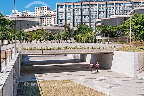 Policiamento da Operação Centro Presente na passagem subterrânea na Praça Marechal Âncora  - Rio de Janeiro - Rio de Janeiro (RJ) - Brasil