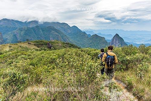 Vista do Pico Grande de Magé e do Morro do Tridente durante a Travessia Cobiçado x Ventania no Parque Nacional da Serra dos Órgãos  - Petrópolis - Rio de Janeiro (RJ) - Brasil