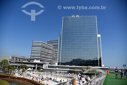 Vista do prédio do Centro Internacional de Transmissões - a partir da passarela da Estação do BRT Transolímpica - Estação Terminal Centro Olímpico  - Rio de Janeiro - Rio de Janeiro (RJ) - Brasil
