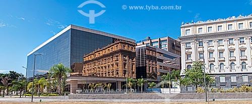 Vista do prédio anexo à Assembleia Legislativa do Estado do Rio de Janeiro (ALERJ) a partir da Praça XV de Novembro com reflexo de prédio antigo  - Rio de Janeiro - Rio de Janeiro (RJ) - Brasil