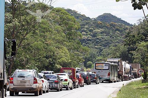 Engarrafamento na Rodovia Washington Luís (BR-040) - sentido Juiz de Fora-Rio de Janeiro  - Petrópolis - Rio de Janeiro (RJ) - Brasil