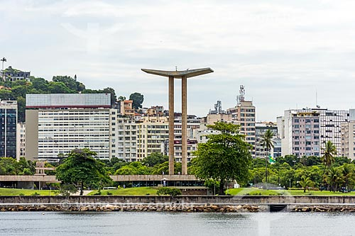 Vista do Monumento aos Mortos da Segunda Guerra Mundial (1959) - Monumento aos Pracinhas - a partir da Baía de Guanabara  - Rio de Janeiro - Rio de Janeiro (RJ) - Brasil