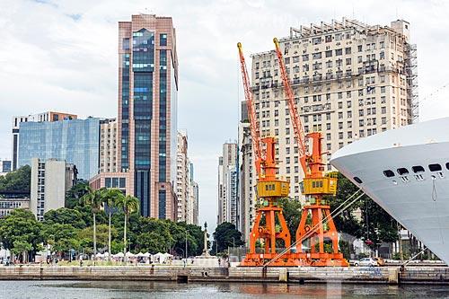 Vista da Praça Mauá a partir da Baía de Guanabara com o Centro Empresarial RB1 e o Edifício Joseph Gire (1929) - também conhecido como Edifício A Noite  - Rio de Janeiro - Rio de Janeiro (RJ) - Brasil