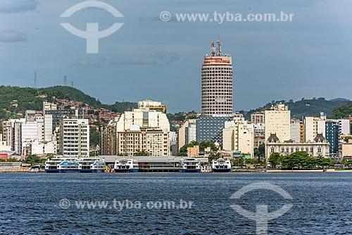 Vista dos prédios do centro de Niterói a partir da Baía de Guanabara  - Niterói - Rio de Janeiro (RJ) - Brasil