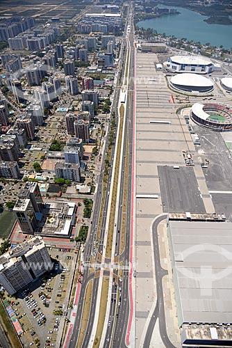 Foto aérea do Avenida Embaixador Abelardo Bueno com o Parque Olímpico Rio 2016 à direita  - Rio de Janeiro - Rio de Janeiro (RJ) - Brasil