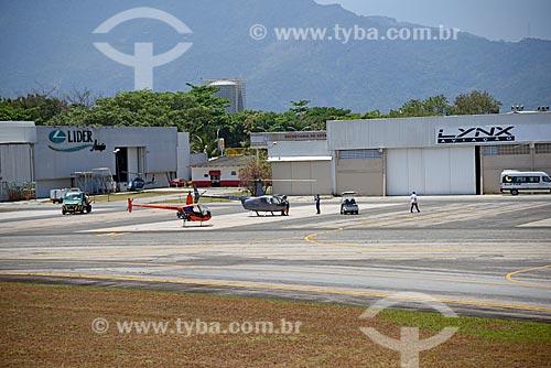 Helicópteros na pista do Aeroporto Roberto Marinho - mais conhecido como Aeroporto de Jacarepaguá  - Rio de Janeiro - Rio de Janeiro (RJ) - Brasil