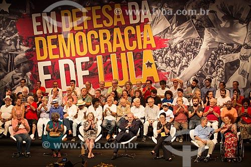 Palco do Teatro Oi Casa Grande durante o encontro de intelectuais e artistas com Luiz Inácio Lula da Silva - Campanha Eleição sem Lula é fraude  - Rio de Janeiro - Rio de Janeiro (RJ) - Brasil