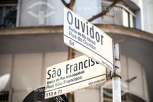 Placa de rua na esquina da Rua São Francisco com a Rua do Ouvidor indicando o histórico do local  - São Paulo - São Paulo (SP) - Brasil