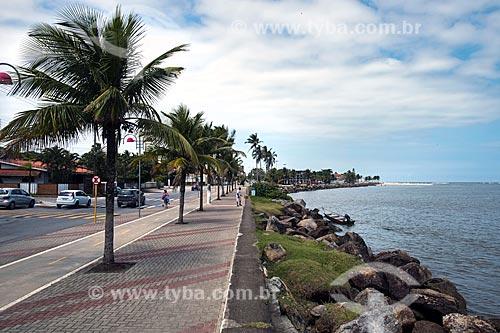Calçada da Avenida Demerval Pereira Leite às margens do Rio Itanhaém  - Itanhaém - São Paulo (SP) - Brasil