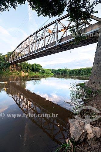 Vista da Ponte Joaquim Antunes (1915) sobre o Rio Piracicaba  - Piracicaba - São Paulo (SP) - Brasil