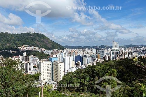 Vista cidade de Juiz de Fora com o Morro do Imperador - também conhecido com Morro do Cristo - ao fundo  - Juiz de Fora - Minas Gerais (MG) - Brasil