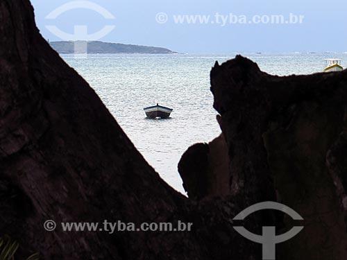 Barco ancorado na Praia de Manguinhos  - Armação dos Búzios - Rio de Janeiro (RJ) - Brasil