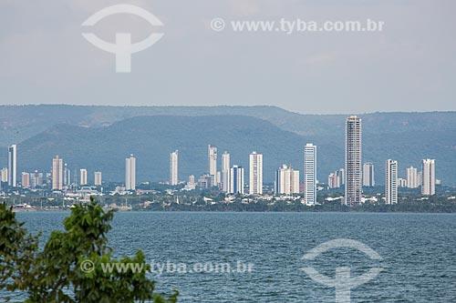 Vista do Rio Tocantins com prédios ao fundo  - Palmas - Tocantins (TO) - Brasil