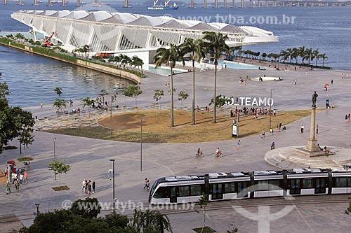 Vista da Praça Mauá com o veículo leve sobre trilhos  - Rio de Janeiro - Rio de Janeiro (RJ) - Brasil
