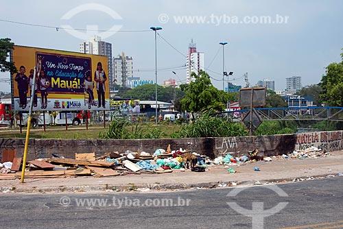 Lixo descartado ilegalmente em rua da cidade de Mauá  - Mauá - São Paulo (SP) - Brasil