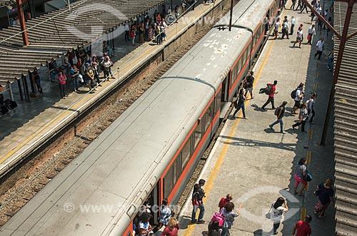Passageiros na Estação Mauá da CPTM interligado ao Terminal Central de Ônibus de Mauá  - Mauá - São Paulo (SP) - Brasil