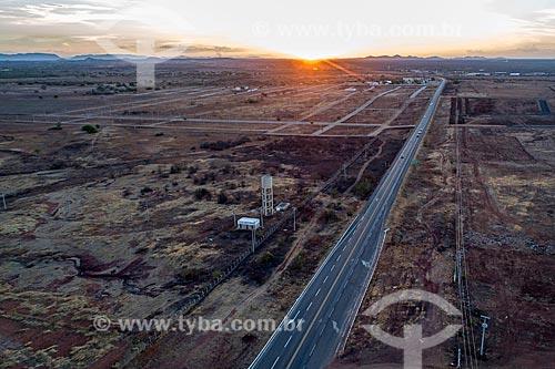 Foto feita com drone da Rodovia Governador Antônio Mariz (BR-230) - trecho da Rodovia Transamazônica - durante o pôr do sol  - Sousa - Paraíba (PB) - Brasil