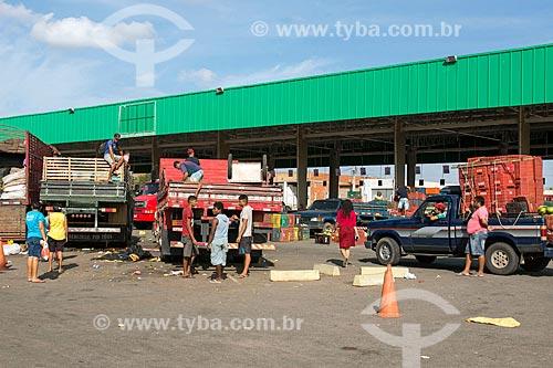 Caminhões descarregando alimentos na Centrais de Abastecimento do Ceará S.A. - CEASA do Cariri  - Barbalha - Ceará (CE) - Brasil