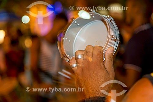 Detalhe de tamborim durante o ensaio da Grêmio Recreativo Escola de Samba Turunas do Humaitá  - Guarani - Minas Gerais (MG) - Brasil