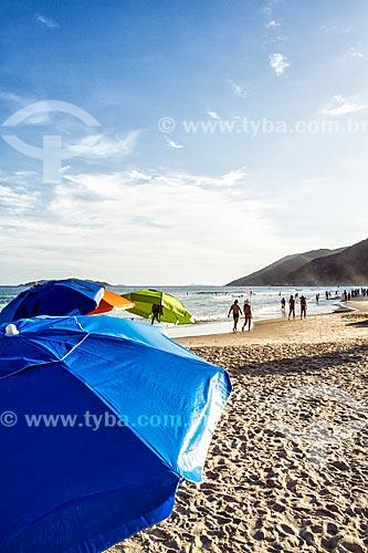 Detalhe de guarda-sol na Praia dos Açores  - Florianópolis - Santa Catarina (SC) - Brasil