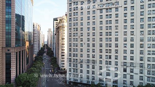 Foto feita com drone da Avenida Rio Branco (1904) com o Centro Empresarial RB1 - à esquerda - com o Edifício Joseph Gire (1929) - também conhecido como Edifício A Noite - à direita  - Rio de Janeiro - Rio de Janeiro (RJ) - Brasil