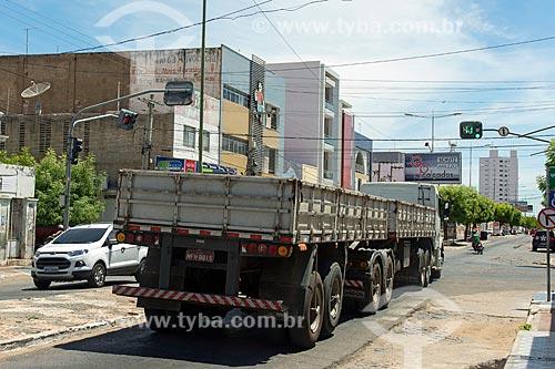 Caminhão transitando no centro  - Sousa - Paraíba (PB) - Brasil