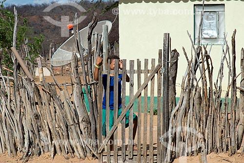 Menino da aldeia Travessão do Ouro da Tribo Pipipãs  - Floresta - Pernambuco (PE) - Brasil