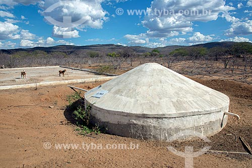 Cisterna de captação da água da chuva na aldeia Travessão do Ouro da Tribo Pipipãs  - Floresta - Pernambuco (PE) - Brasil