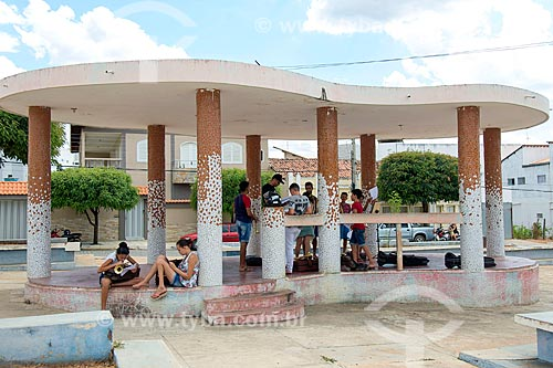 Jovens tendo aula de música em coreto no centro da cidade de Princesa Isabel  - Princesa Isabel - Paraíba (PB) - Brasil