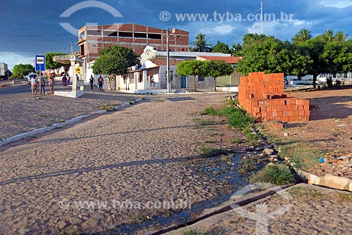 Esgoto a céu aberto próximo à Rodovia CE-384  - Mauriti - Ceará (CE) - Brasil