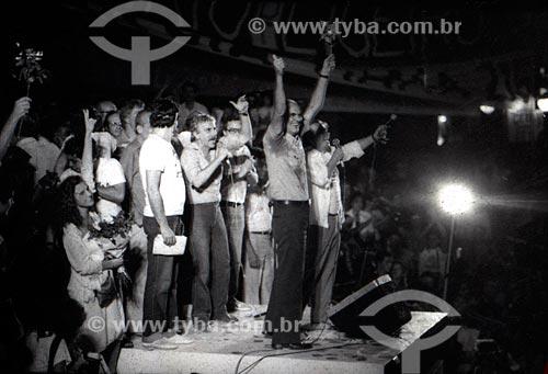 Hugo Carvana e Saturnino Braga durante o comício da campanha Leonel Brizola ao governo do Estado do Rio de Janeiro  - Rio de Janeiro - Rio de Janeiro (RJ) - Brasil