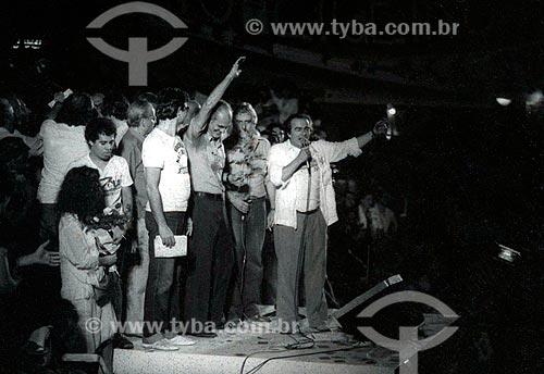 Hugo Carvana, Saturnino Braga e Darcy Ribeiro durante o comício da campanha Leonel Brizola ao governo do Estado do Rio de Janeiro  - Rio de Janeiro - Rio de Janeiro (RJ) - Brasil