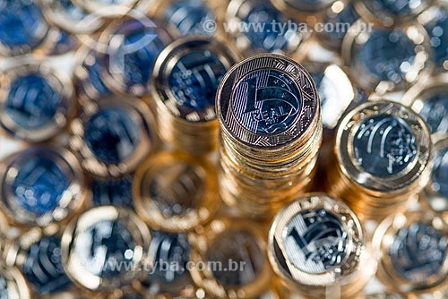 Moeda Brasileira - Real - moedas de 1 real empilhadas  - Rio de Janeiro - Rio de Janeiro (RJ) - Brasil