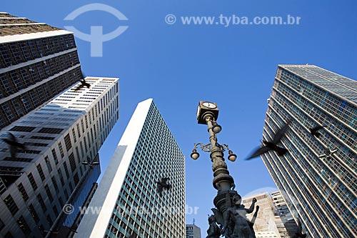 Vista de prédios comerciais com o Relógio do Largo da Carioca  - Rio de Janeiro - Rio de Janeiro (RJ) - Brasil