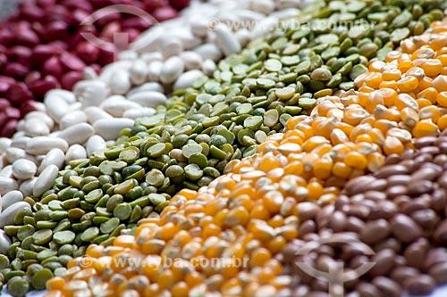 Detalhe de grãos separados em fábrica de indústria alimentícia  - Rio de Janeiro - Rio de Janeiro (RJ) - Brasil
