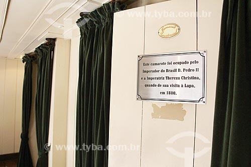 Detalhe de placa informativa no camarote presidencial do Teatro São João com os dizeres: Este camarote foi ocupado pelo Imperador Dom Pedro II e sua esposa em 1880  - Lapa - Paraná (PR) - Brasil