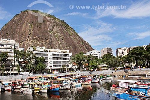 Barcos atracados no píer do Quadrado da Urca com o Pão de Açúcar ao fundo  - Rio de Janeiro - Rio de Janeiro (RJ) - Brasil