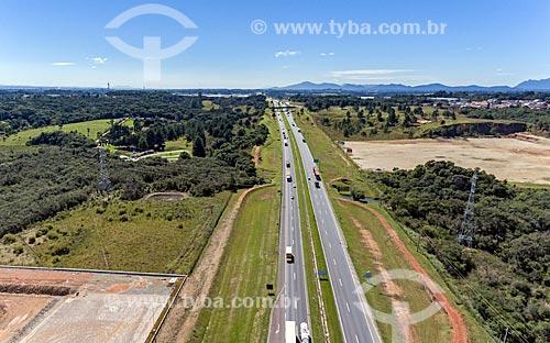 Foto aérea de trecho da Rodovia Régis Bittencourt (BR-116)  - Curitiba - Paraná (PR) - Brasil