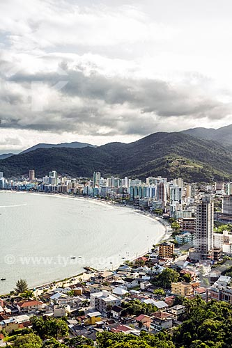 Vista geral da orla da cidade de Itapema a partir do Mirante do Encanto no Morro do Cabeço  - Itapema - Santa Catarina (SC) - Brasil