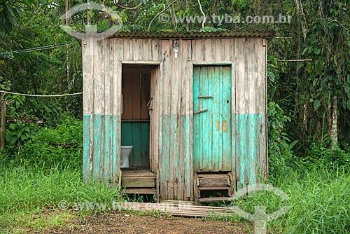 Banheiro público próximo ao Rio Preto  - Mazagão - Amapá (AP) - Brasil