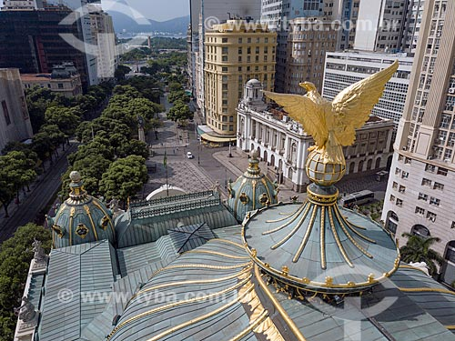 Foto feita com drone da águia no telhado do Theatro Municipal do Rio de Janeiro (1909) com a Cinelândia e o Pão de Açúcar ao fundo  - Rio de Janeiro - Rio de Janeiro (RJ) - Brasil