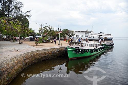Vista da orla da Praia dos Tamoios com a Estação das Barcas da Ilha de Paquetá ao fundo  - Rio de Janeiro - Rio de Janeiro (RJ) - Brasil