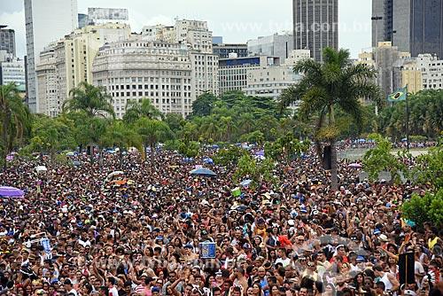 Desfile do bloco de carnaval de rua Chora Me Liga - da dupla sertaneja João Lucas & Matheus - com os prédios do centro do Rio de Janeiro ao fundo  - Rio de Janeiro - Rio de Janeiro (RJ) - Brasil